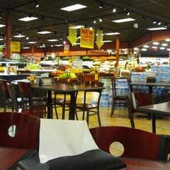 Photo taken at Giant Eagle Supermarket by Daclaud L. on 8/11/2013