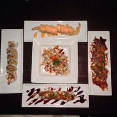 Photo taken at Sumo Sushi by Isabel J. on 1/10/2014
