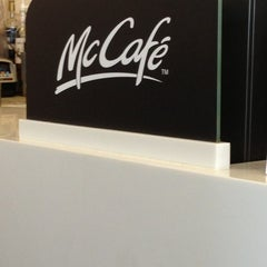 Photo taken at McDonald's / McCafé by Asma W. on 10/11/2012