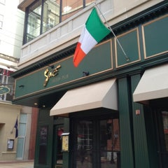 Photo taken at Sine Irish Pub & Restaurant Arlington,Va by David ⚡. on 4/21/2013