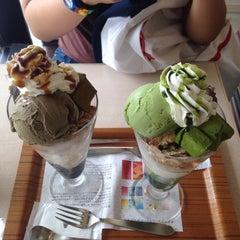 Photo taken at nana's green tea 東京スカイツリータウンソラマチ店 by Apasorn P. on 6/13/2015