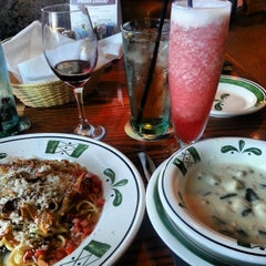 Photo taken at Olive Garden by Cirilo E. on 3/4/2013