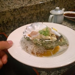 Photo taken at Jo-To Japanese Restaurant by Rene J. on 5/13/2014