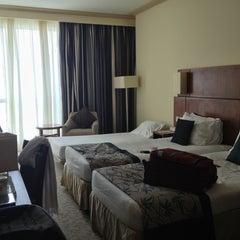 Photo taken at Mövenpick Hotel & Residence Hajar Tower Makkah   فندق وأبراج هاجر موڤنبيك by Nawaf A. on 3/19/2013