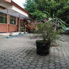 Photo taken at SMA Negeri 1 Giri by Nirmala P. on 6/14/2013