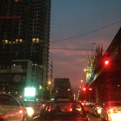 Photo taken at แยกแคราย (Khae Rai Intersection) by Witchanee P. on 2/18/2013