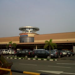 Photo taken at LotteMart Wholesale by Diah N. on 5/5/2014