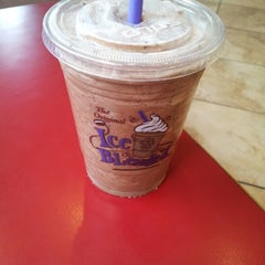 Photo taken at The Coffee Bean & Tea Leaf® by issei on 10/6/2012