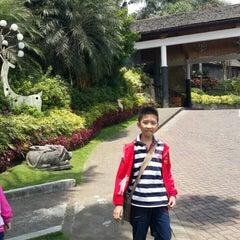 Photo taken at Klub Bunga Butik & Resort by Hendra K. on 10/4/2015