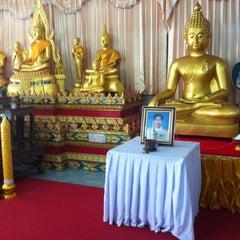 Photo taken at วัดประชุมโยธี อารามหลวง by nOobEe J. on 11/3/2012