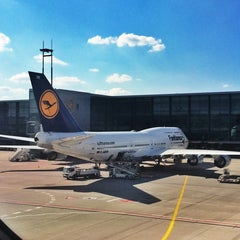 Photo taken at Lufthansa Flight LH 720 by RAPHAEL on 7/2/2014