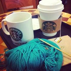 Das Foto wurde bei Starbucks von glassski am 1/30/2012 aufgenommen