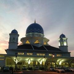 Photo taken at Masjid Abdullah Fahim by Farid Z. on 4/7/2013