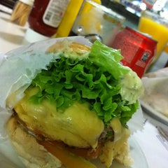 Photo taken at Carlito Hamburguer by Ismael N. on 1/8/2013