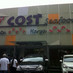 Photo taken at D'Cost Seafood by Handy S. on 5/26/2013