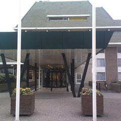 Photo taken at Van der Valk Hotel Vianen by Roberto on 4/5/2013