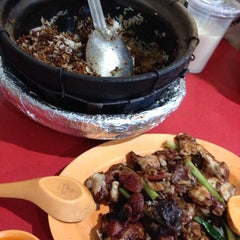 Photo taken at Yuan Yuan Claypot Rice by Ricky L. on 6/1/2013