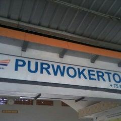Photo taken at Stasiun Purwokerto by Ines K. on 3/22/2013