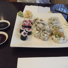 Photo taken at Minato Sushi Cafe by Oycan G. on 9/16/2015