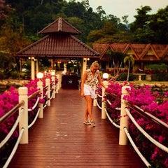 Photo taken at คลองพร้าว รีสอร์ต (Klong Prao Resort Koh Chang) by Sofi T. on 9/29/2015