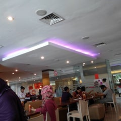 Photo taken at Solaria by Setya E. on 2/1/2014