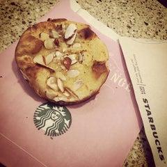 Photo taken at Starbucks by Jobina 🍹 N. on 2/18/2015