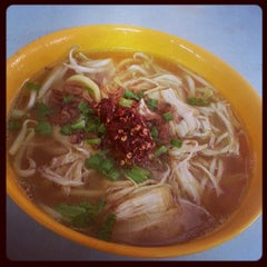 Photo taken at Ayer Rajah (West Coast Drive) Market & Food Centre by Wenxi on 7/2/2013