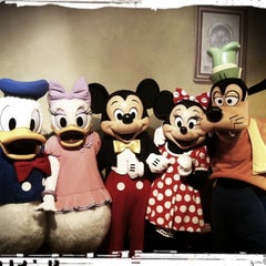 Photo taken at Mickey's House and Meet Mickey by Mitzi L. on 3/28/2013