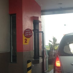 Photo taken at Jollibee by Tristan H. on 3/27/2013