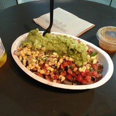 Photo taken at Chipotle Mexican Grill by Bernie F. on 4/10/2013