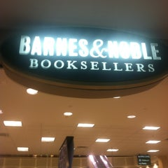 Photo taken at Barnes & Noble by 📷Monique Aimee D. on 11/1/2013