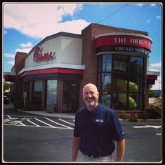 Photo taken at Chick-fil-A by Luiz A. on 9/23/2013