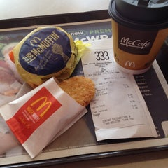 Photo taken at McDonald's by Cindy Y. on 11/7/2013