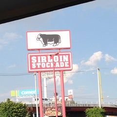 Photo taken at Sirloin Stockade by Kevin Christopher O. on 10/10/2013