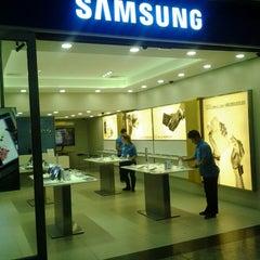 Photo taken at Samsung by Thiago Henrique M. on 11/4/2013