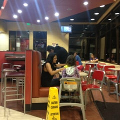Photo taken at Taco Bell by Yuliana B. on 5/1/2013