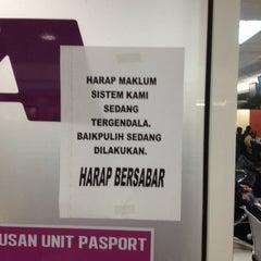 Photo taken at Jabatan Imigresen Malaysia by رزلان مد نور t. on 1/2/2013