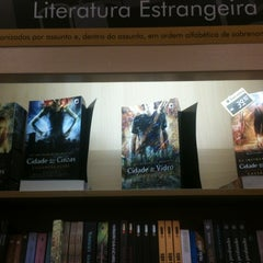 Photo taken at Livraria Saraiva by Gabrielle P. on 8/1/2013