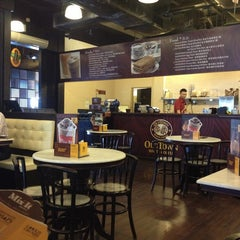 Photo taken at OldTown White Coffee by Sam L. on 9/30/2013