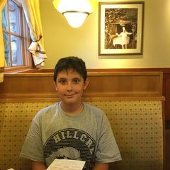 Photo taken at Olive Garden by Tiffany W. on 9/10/2015