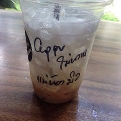 Photo taken at One Tea Coffee by นู๋ทิพย์ ก. on 11/18/2015