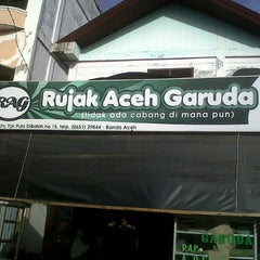 Photo taken at Rujak Aceh Garuda by Ikhwanul H. on 9/21/2013