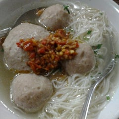 Photo taken at Bakso Jawir by Chen T. on 5/11/2013