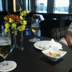 Photo taken at Restaurante Arola Vintetres by Helio C. on 1/25/2013