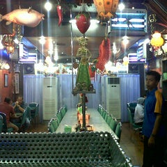 Photo taken at Mandala Chinese Restaurant by Alpin A. on 4/8/2013