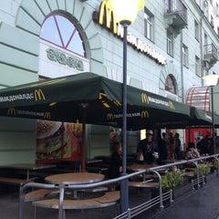 Photo taken at McDonald's by Тонька С. on 7/22/2013