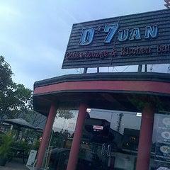 Photo taken at D'7uan Coffee Lounge & Kitchen Bar by Irwan K. on 12/6/2013