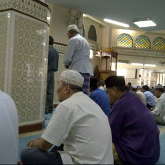 Photo taken at Masjid Saidina Umar Al-Khattab by Jemi B. on 9/28/2012
