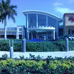 Photo taken at Apple Store, Dadeland by Zuleima M. on 4/6/2013