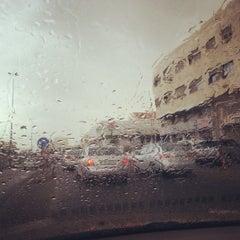 Photo taken at Waha Circle | دوار الواحة by Reeri on 5/13/2013